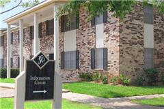 Colonial Plaza Apartments